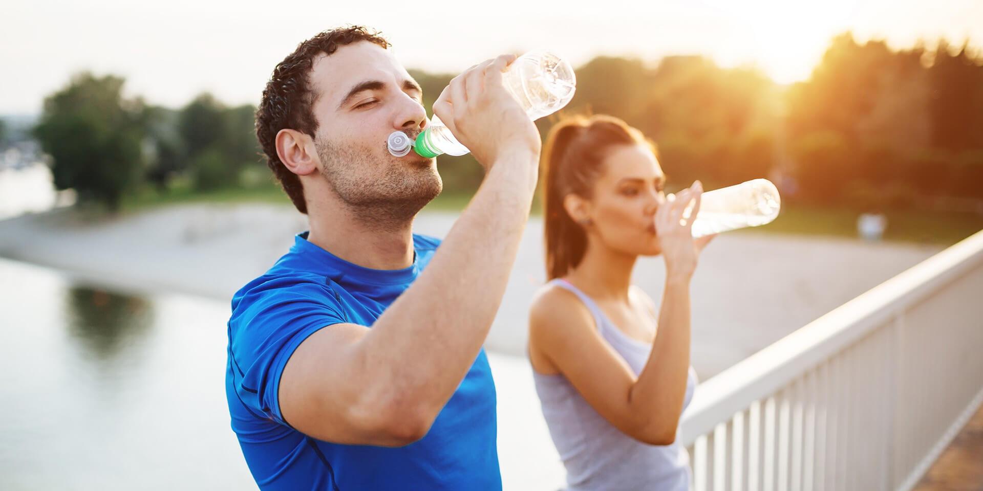 Cât apă să bei intr-o zi?